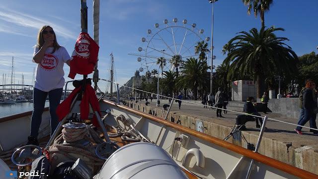 Coberta de l'Astral, de l'Open Arms, durant els dies que estava ancorat a Barcelona