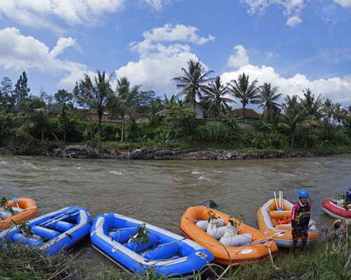 Travel.Tinuku.com Serayu river rafting in Banjarnegara, the perfect adventure after visit Dieng Plateau in Wonosobo