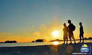 sunrise di pulau kelapa saat paket wisata pulau kelapa kepulauan seribu utara jakarta
