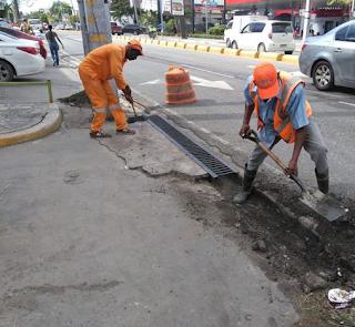 Obras Públicas realiza labores de limpieza en edificaciones deterioradas