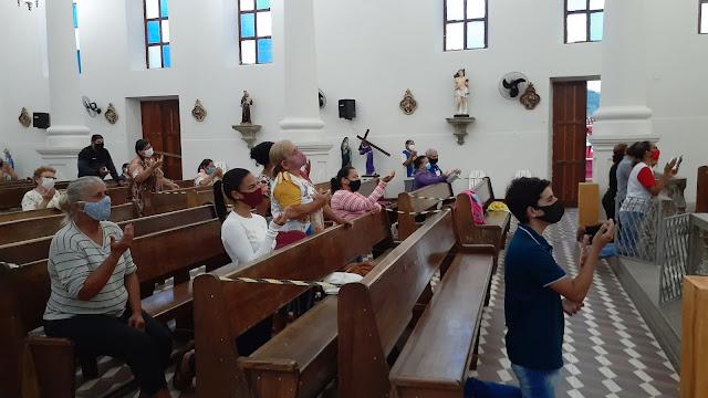 MÊS MARIANO: Fieis iniciam o mês de maio com o Ofício de Nossa Senhora em São Joaquim do Monte