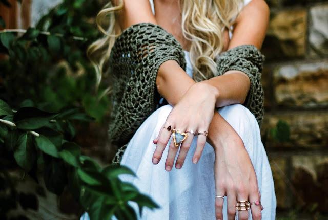 Dziewczyna z pierścionkami