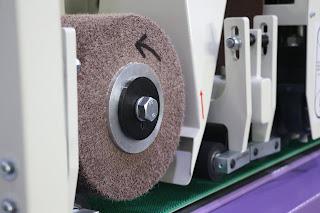 surface finishing machine for flat surfaces with abrasive brush sctotch brite type