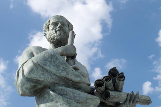【ソクラテスの生涯】古代ギリシャの哲学者はなぜ死んだの?