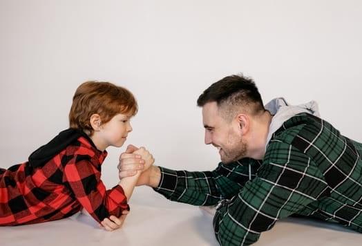 aprende ingles juego hacer un pulso arm wrestling