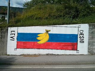 """www.fertilmente.com.br - Bandeira da Slovênia com uma banana representando a """"Republica da Banana"""""""