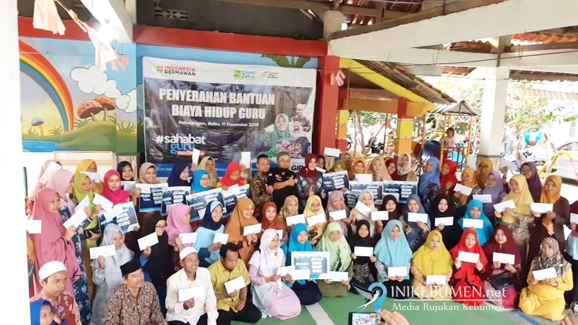 Keren! Sahabat Guru Indonesia Apresiasi 75 Guru Honorer Kebumen