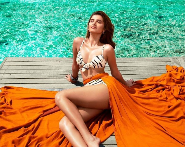 tara-sutaria-looks-so-hot-with-her-latest-pictures - newsdezire