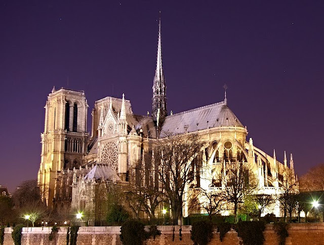 The iconic Notre Dame de Paris beckons to all visitors and history buffs to the 'City of Light.' Photo: WikiMedia.org.