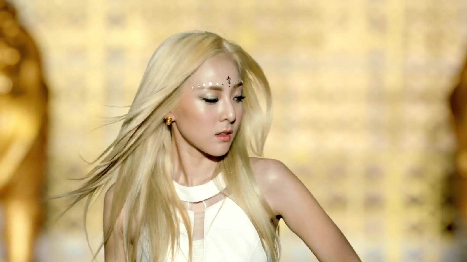 Princess' Attic: Dara Park : Beautiful Blonde Dara Falling In Love Nails
