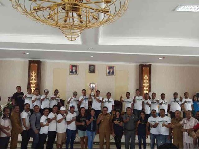 Yasin Payapo Sambut Kontingen Pesparawi Nasional XII dari SBB
