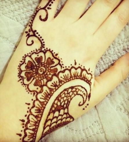 Gambar Henna Simple Tangan Kanan