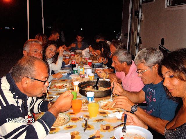 Amici in viaggio, a tavola con amici