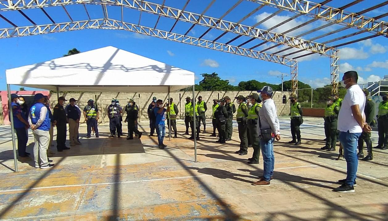 https://www.notasrosas.com/ Policía Guajira 'Por unas Navidades Prosperas y Seguras', llegó al Barrio 31 de Octubre