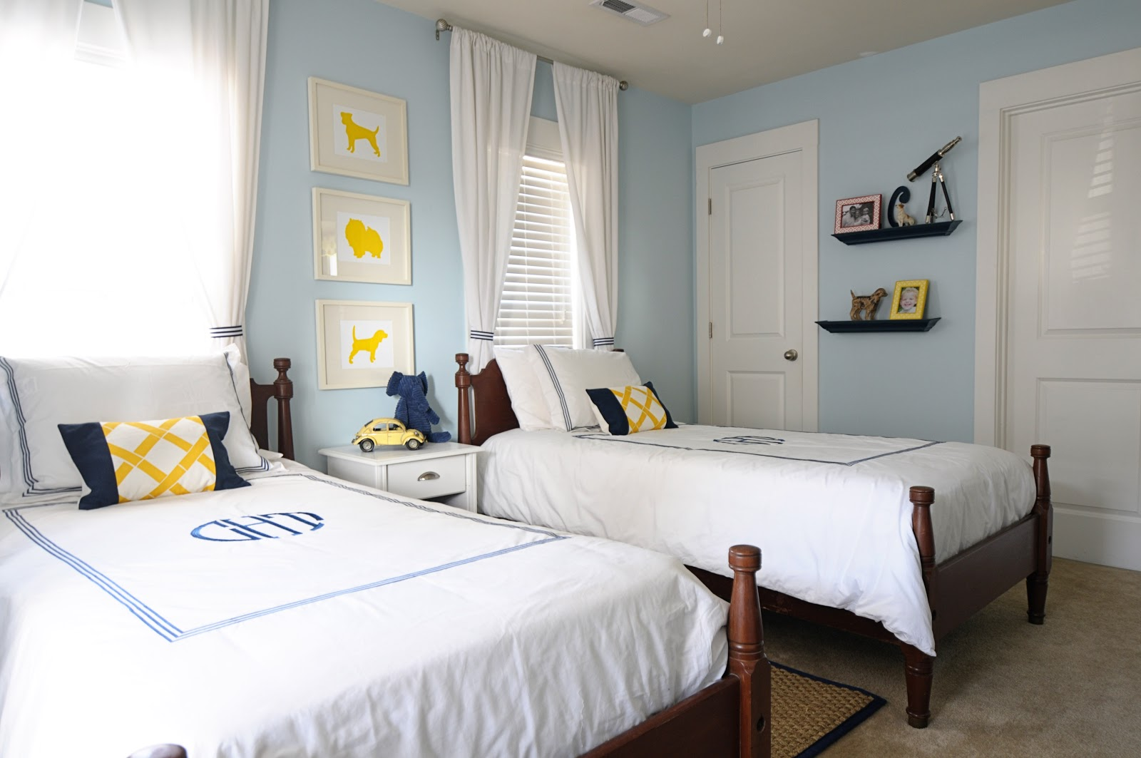 Tiny Bedroom Tour Courtney S Room: Hanging With The Hewitts: Home Tour