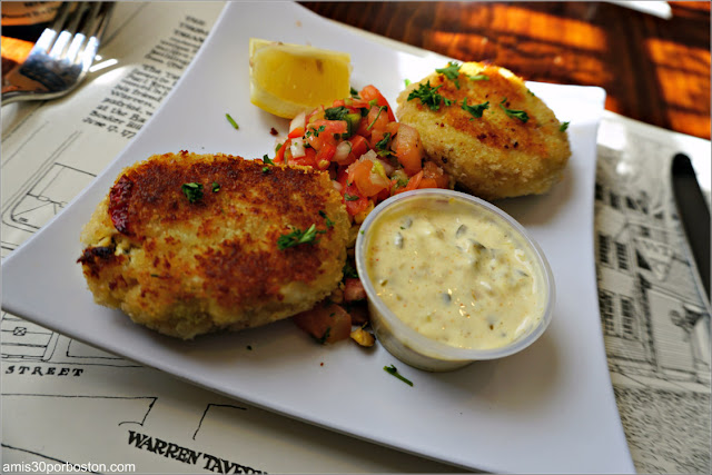 Crab Cakes de la Taberna Warren en Charlestown, Massachusetts