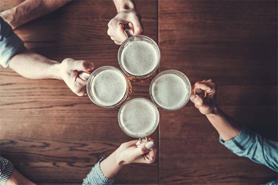 Álcool realmente mata milhares de neurônios