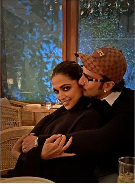 तो कुछ इस तरह रणवीर सिंह (Ranveer Singh) ने दुनिया के सामने दीपिका पादुकोण(Deepika Padukone) को हैप्पी बर्थडे कहा