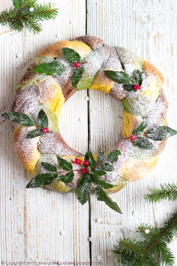 świąteczny wieniec drożdżowy trójkolorowy z dynią i matcha