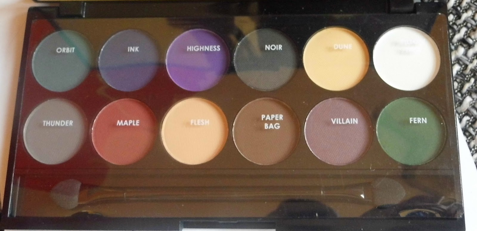 sleek-i-divine-mineral-based-eye-shadow-ultra-matts-swatch