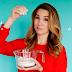 Christy Carlson Romano chama amigos para seu programa de culinária no YouTube