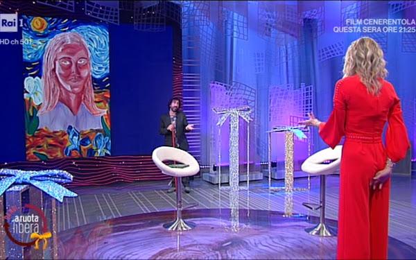Francesca Fialdini foto da dietro completo rosso