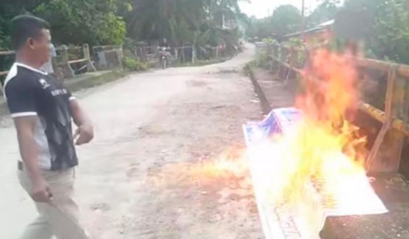 Muncul Spanduk Dukung Bubarkan FPI, Warga Aceh Singkil Langsung Bakar