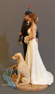statuine personalizzate ritratto sposi con bimbo e cane labrador cake topper sposini in riva al mare orme magiche