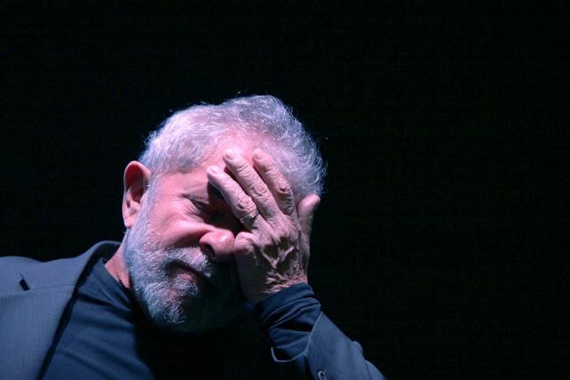 Advogado confirmou que Lula não se entregaria