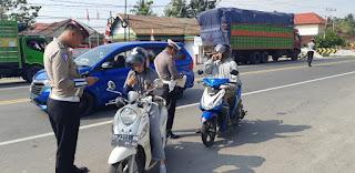 Operasi Rutin,Polantas Lutra Tilang Belasan Pengendara di Jalan Trans Sulawesi