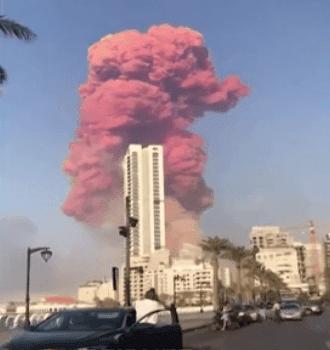 Fumaça explosão armazem beirute libano