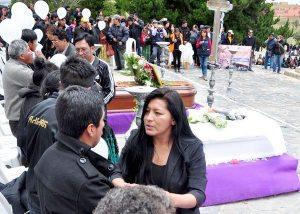 El alto entierra a v ctimas del incendio bolivia decide for Cementerio jardin la paz bolivia