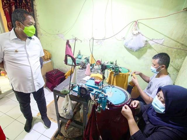 UMKM Produksi Kain Rajut Cisaranten Bandung Bertahan di Tengah Pandemi
