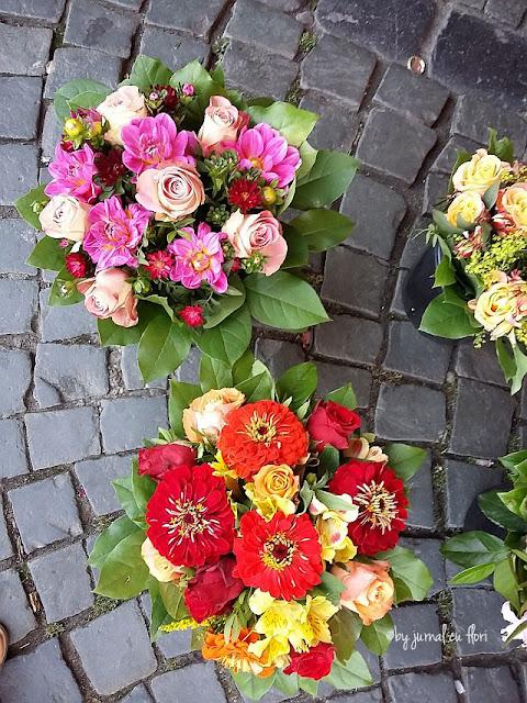 buchete cu flori de sezon luna august in piata