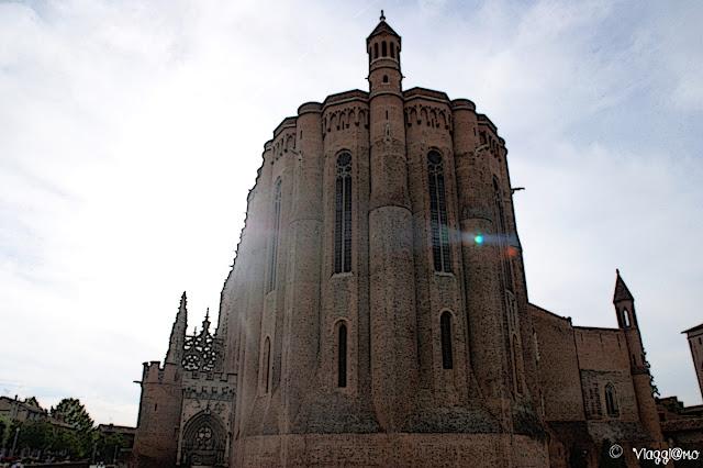 Imponenza della Cattedrale di Santa Cecilia