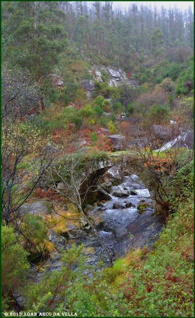 Xoan arco da vella ponte da misarela a pobra for Piscinas insolitas