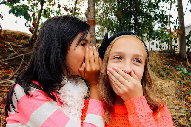Warum Tratschen auch bedürfnisorientierter Elternschaft gut tut