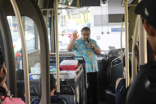 Tur Bus Keliling Singapura