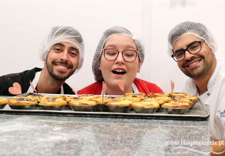 Oferta de pastéis de nata + pastel de nata vegan + vegano + dia mundial do veganismo + 1 de novembro + pastelaria batalha + blogue português de casal + blogue ela e ele + ele e ela + pedro e telma
