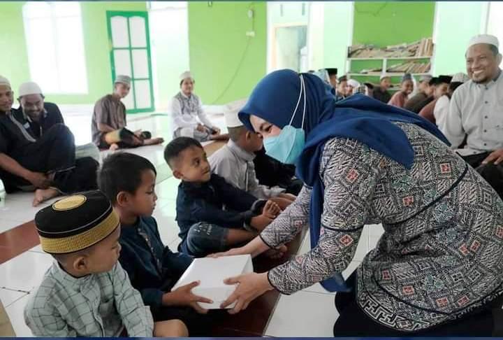 Pekan ke-2 di Bulan Ramadhan, Wabup Hj Suhartina Bohari Anjangsana ke Pesantren YADI