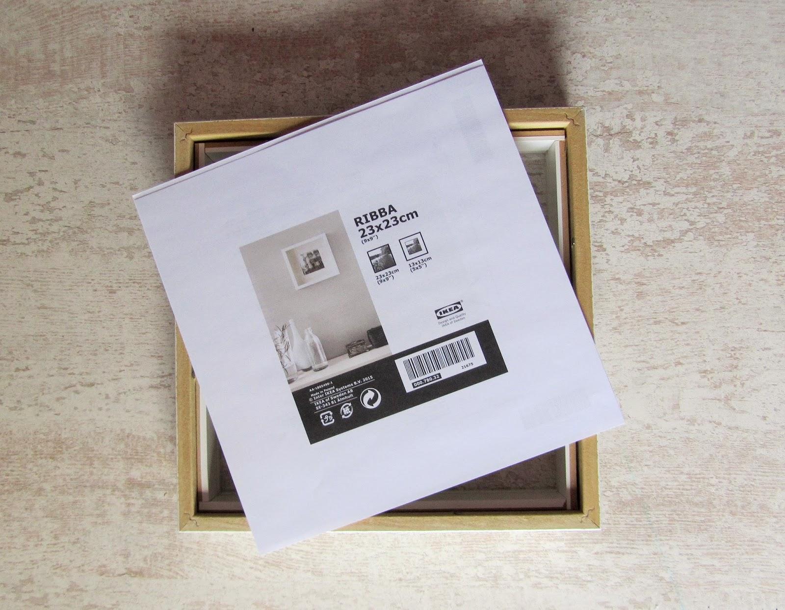 diy exposer ses m dailles dans un cadre les jolies cavali res. Black Bedroom Furniture Sets. Home Design Ideas