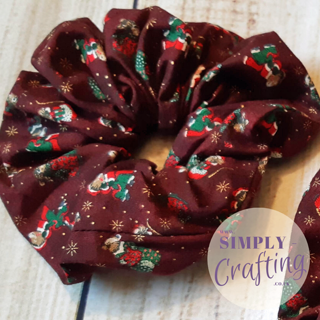 Learn how to make jumbo scrunchies. Tutorial by Simply Crafting