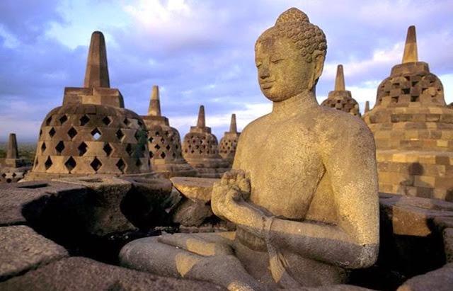 Patung Budha Candi Borobudur