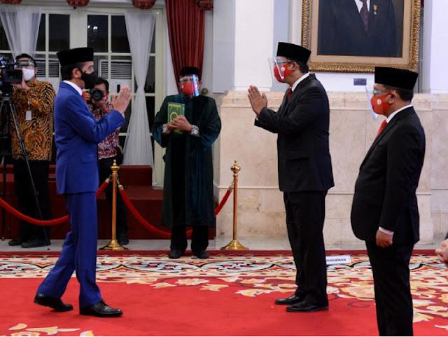 Presiden Jokowi melantik susunan anggota Dewan Komisioner Lembaga Penjamin Simpanan (LPS) di Istana Negara, Rabu, 23 September 2020. Susunan pejabat baru LPS ini berdasarkan Keputusan Presiden nomor 58 tahun 2020.