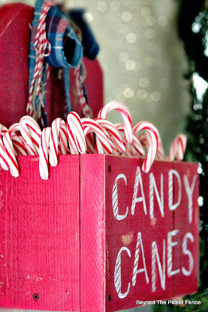 Christmas ideas, candy cane, http://bec4-beyondthepicketfence.blogspot.com/2015/10/its-beginning-to-look-lot-like.html