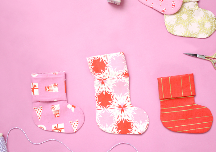 diy christmas stocking garland tutorial