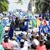 Marcha contra la corrupción y la impunidad; denuncian policías destruyen tarima