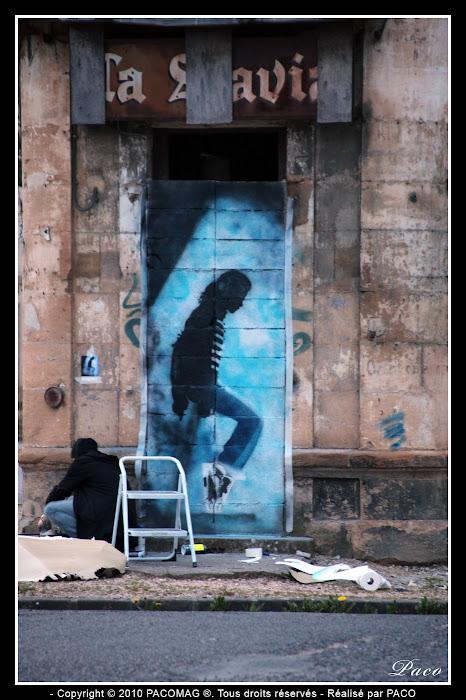 Paco travail fini sur son street art faubourg du Menil Sedan