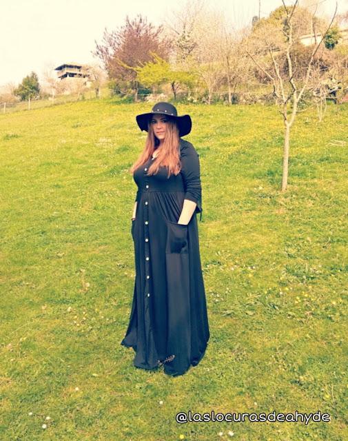 vestido maxi negro con botones