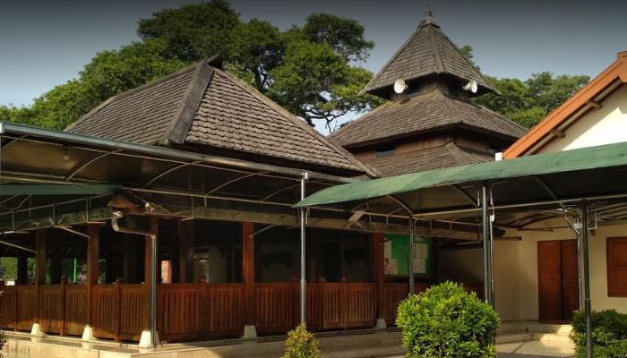 Masjid Kuno Taman Kota Madiun Jawa Timur